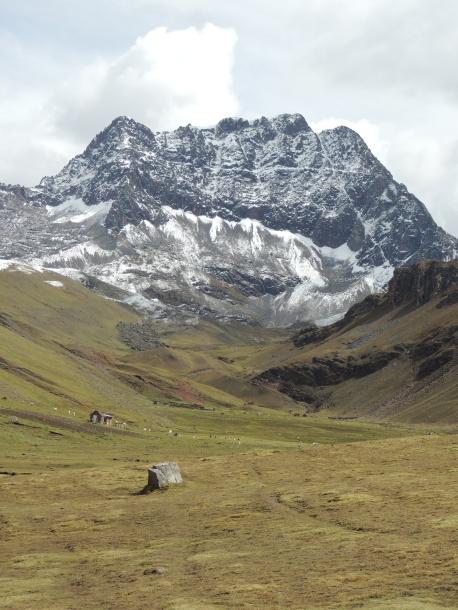 les magnifiques sommets entourant la vallée