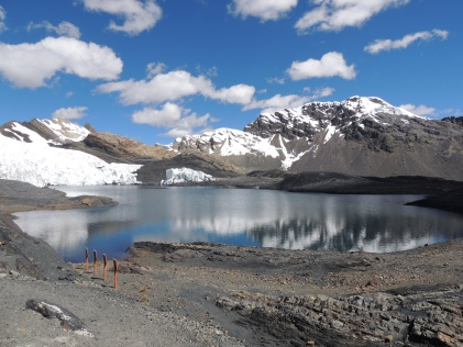 le glacier Pastoruri et son lac