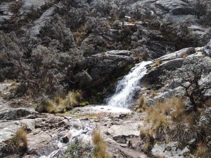 cascade au pied de la lagune